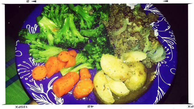 mi rica cena Brócoli zanahoria papa hervida y carne molida con repollo Breakfast