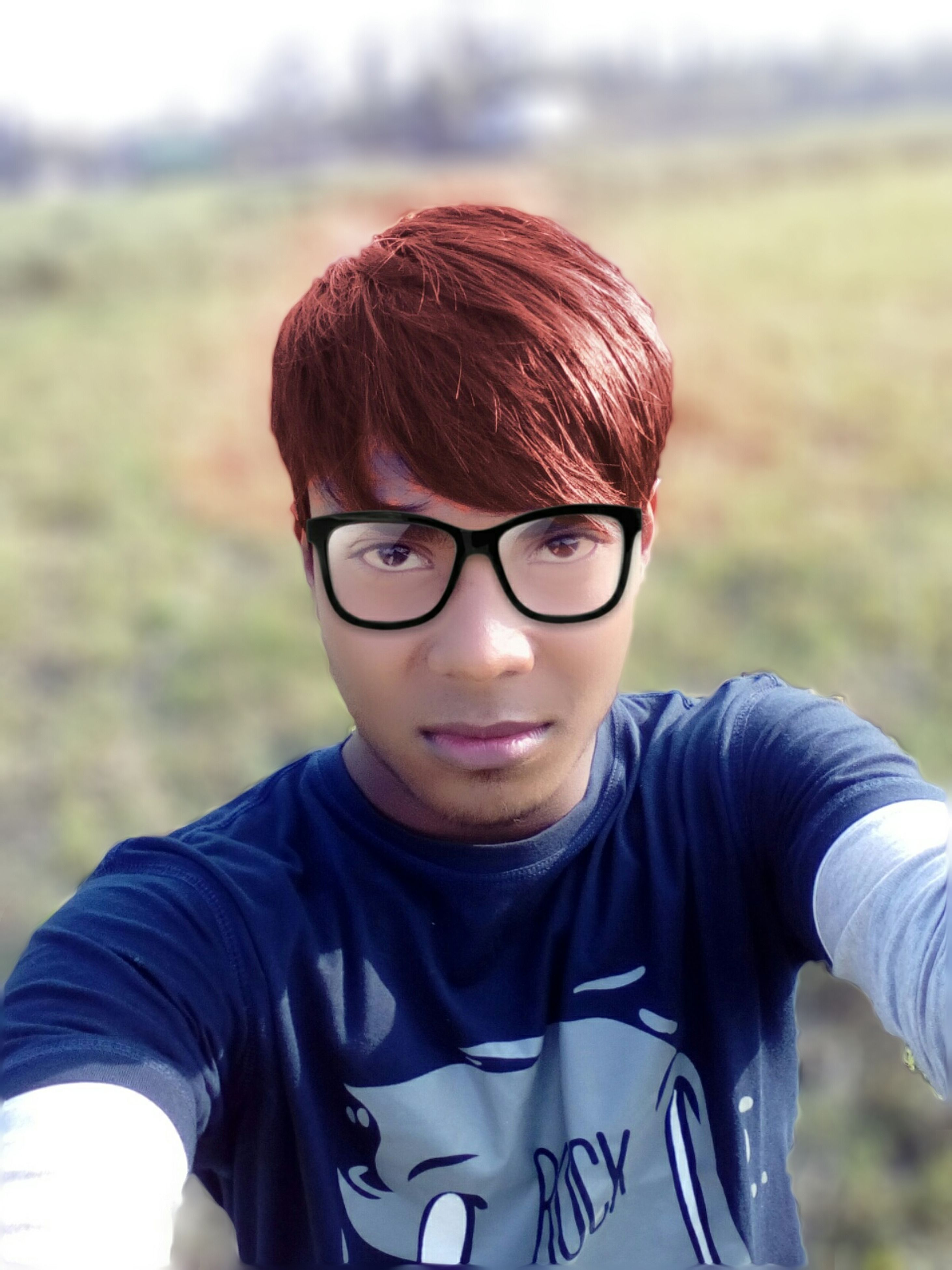 focus on foreground, lifestyles, leisure activity, person, headshot, casual clothing, portrait, close-up, looking at camera, young men, sunglasses, boys, front view, smiling, waist up, cap, childhood, head and shoulders