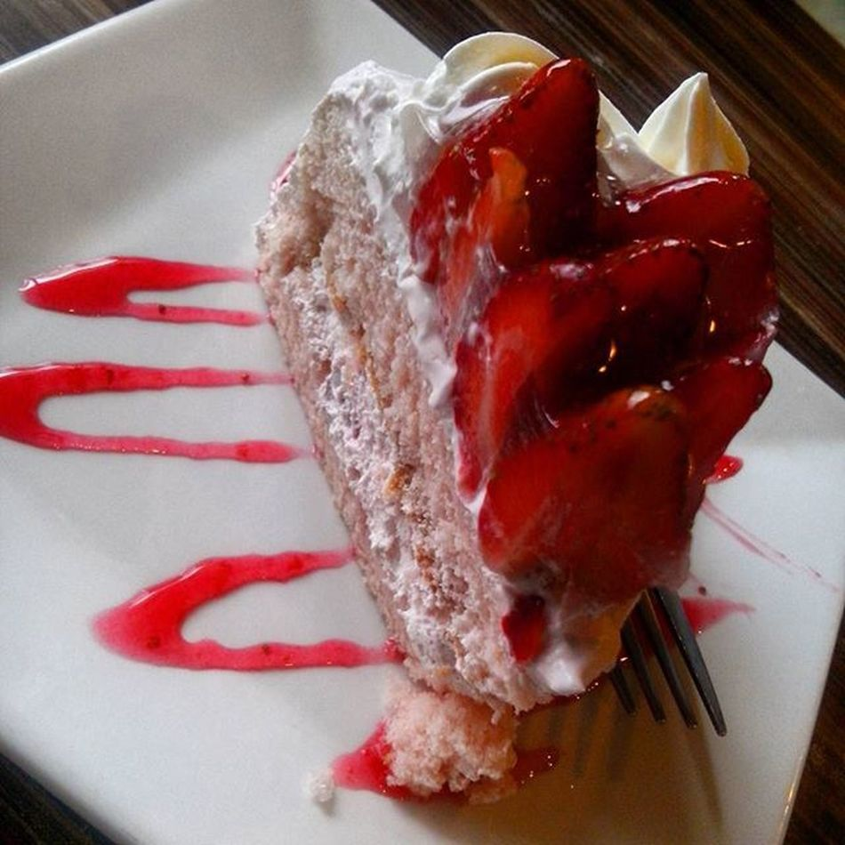 Wouldn't leave Baguio without tasting this heaven in a slice. Yummy! 😉👍🍓 FamousStrawberryShortcake Bestseller  Worththetrip PinayFoodie HappyTummy