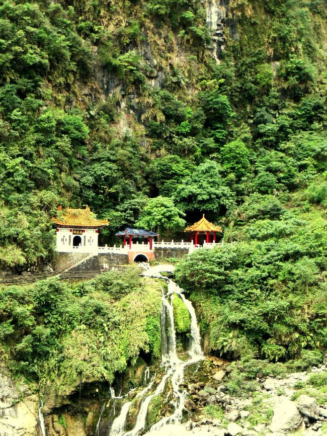 Hualien Taroko National Park Changchun Shrine. 花蓮太魯閣國家公園長春祠 。 Hualien, Taiwan Taroko National Park Changchun Shrine Taking Photos Tourists Enjoying The Sights Science