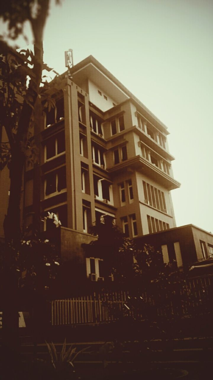 architecture, building exterior, built structure, outdoors, low angle view, no people, city, tree, day, sky