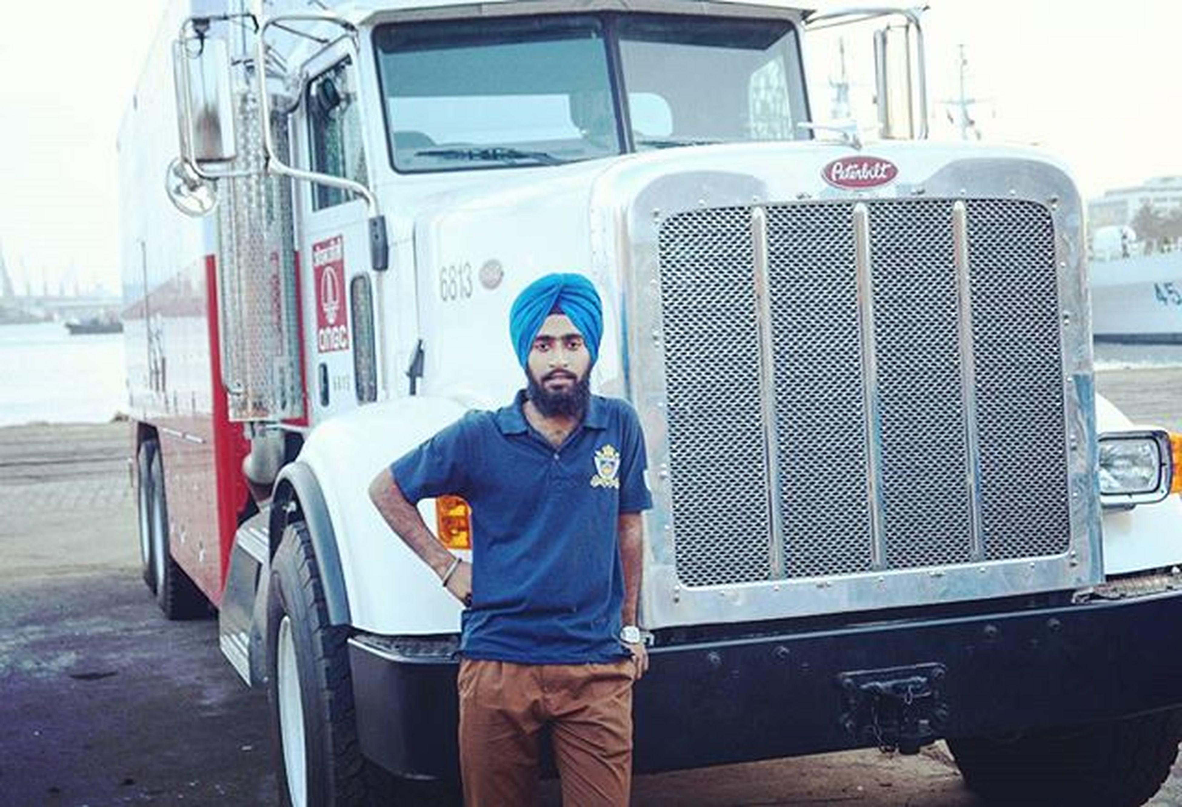 Nwa le Lea Peter bilt tere yaar ne..😂😂😁 Jatt Truck Trucking Peterbilt Ongc Chennai Chennaidockyard Chennaiport Gill Class WOW