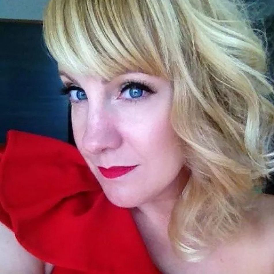 Stephanie Andrews all glammed up for The Emmy's. Hair Styled By: Patricia Lynn Laas www.patricialynnlaas.com Emmys Hairstyle Hairphoto Hairinspiration Hollywood RitzCarlton