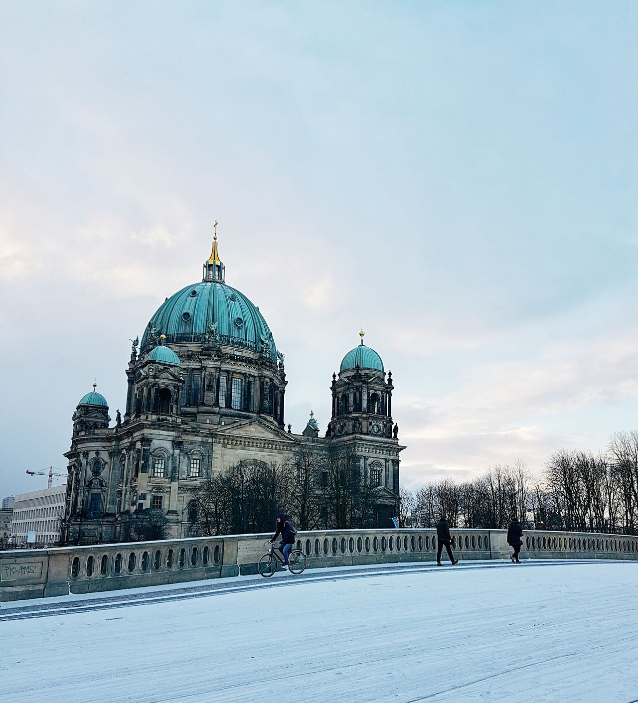 Dome Architecture Politics And Government City Travel Destinations Snow Winter Place Of Worship No People Cityscape Cloud - Sky Building Exterior Outdoors Cold Temperature Day Sky Snowing Berlin Winter Eye4photography  EyeEm Best Shots EyeEm Deutschland