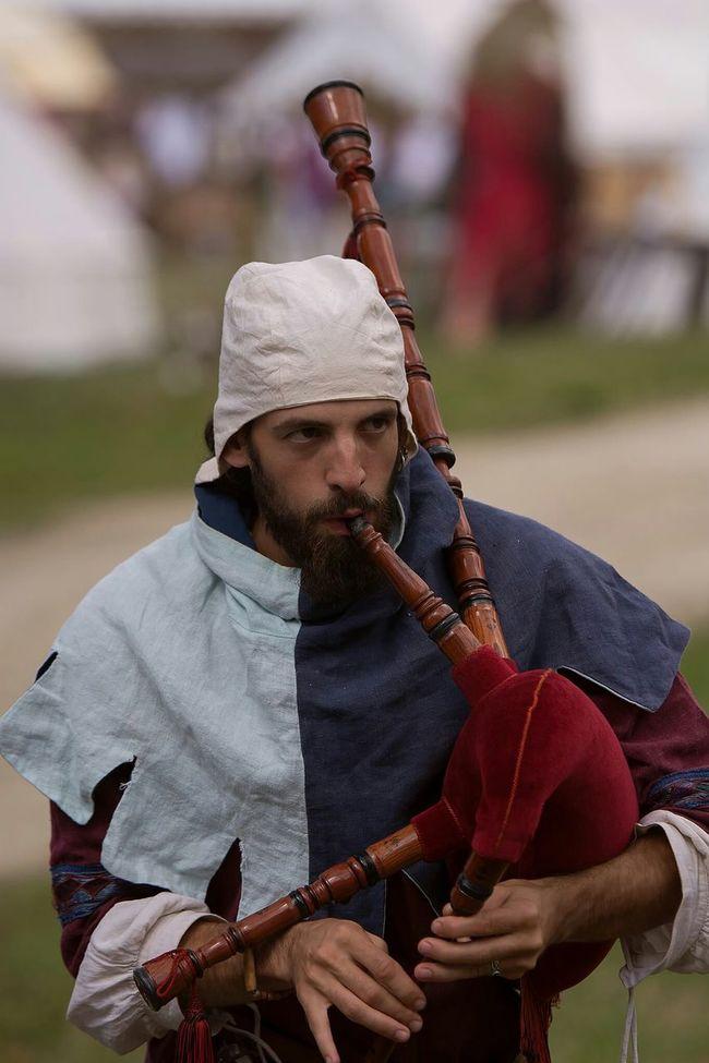 Medievale Moyen âge Ménestrel Musicien Musician Autour De Chez Moi Photo Around You Cornemuse Troubadour Trouvère