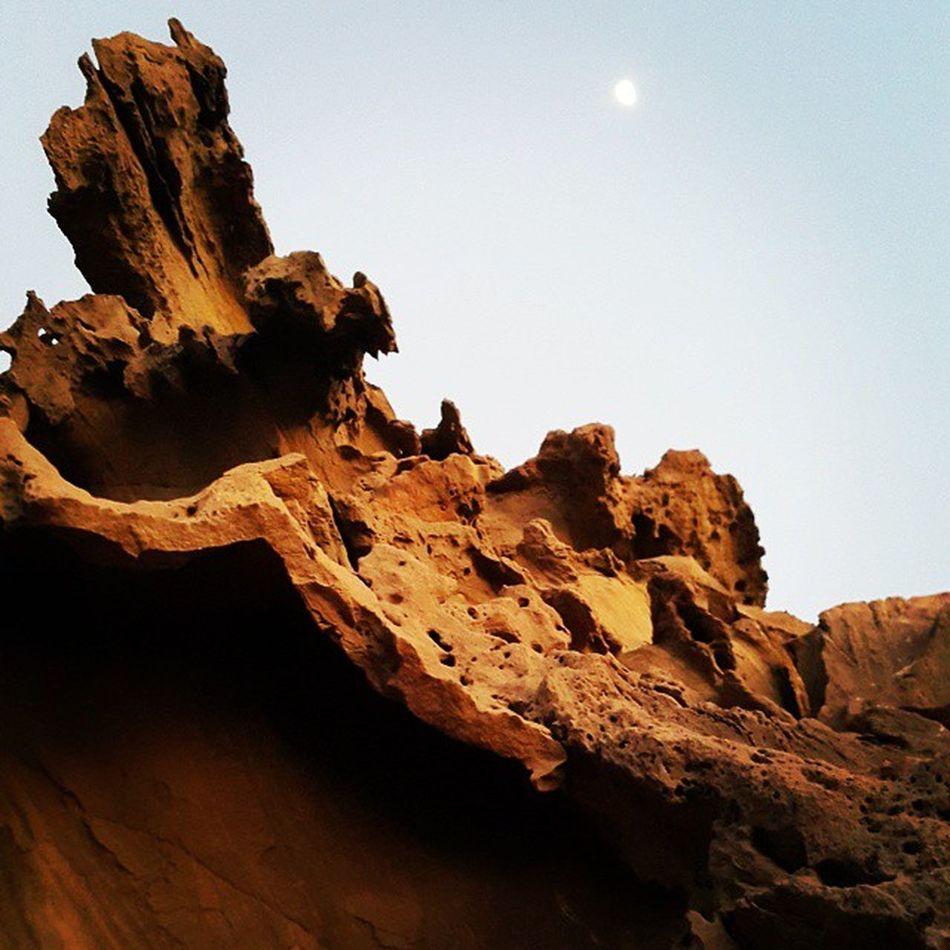 دره مجسمه ها که باعث میشه نفس آدم بند بیاد بس که قشنگه خصوصا وقت غروب Gandotours Rock Iran Persiangulf Sunset Beautiful Sunset Irantravel