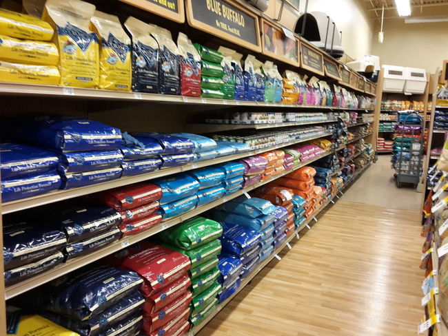Petco Blue Buffalo Dog Food Front And Face Perfect Aisle Customer Service Happy Dogs