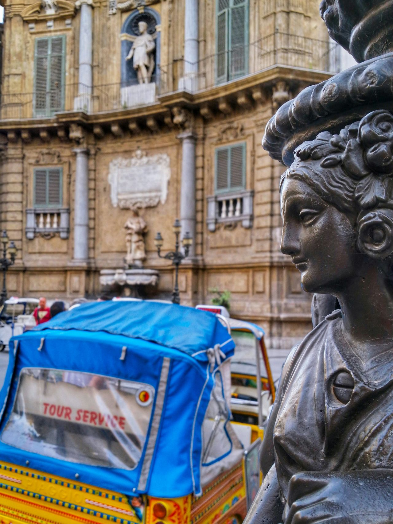 Quattro Canti Four Corners Palermo Sicily Italy Travel Photography Travel Voyage Traveling Mobile Photography Fine Art Architecture Selective Focus Monumental Buildings Street Lights Minicabs Mobile Editing Giallo A Palermo Tutti I Particolari In Cronaca Palermo Mellow Yellow