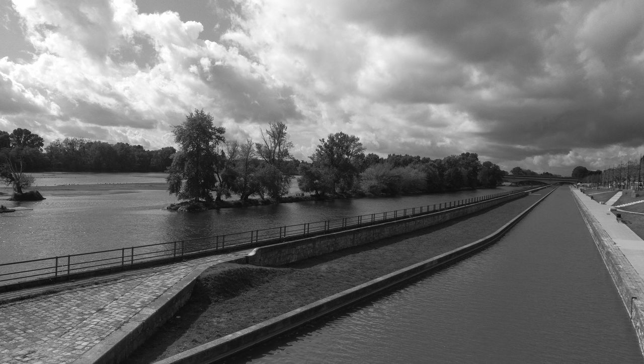 Water Cloud Sky Tranquility Blackandwhite Honor8 EyeEm Nature Lover Canal D'Orléans Loire