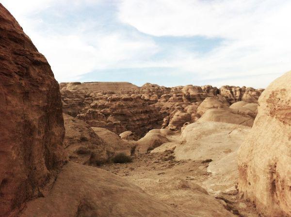 Jordania  Petra Sand Rocks Structures Impressive Clouds Hills