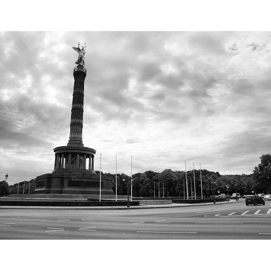 Beautiful Monument and Landmark . the Victorycolumn SiegesSäule at the GroßerStern . berlin Deutschland Germany . Taken by my SonyAlpha dslr dslt a57 . تذكار معلم سياحي تمثال برلين المانيا