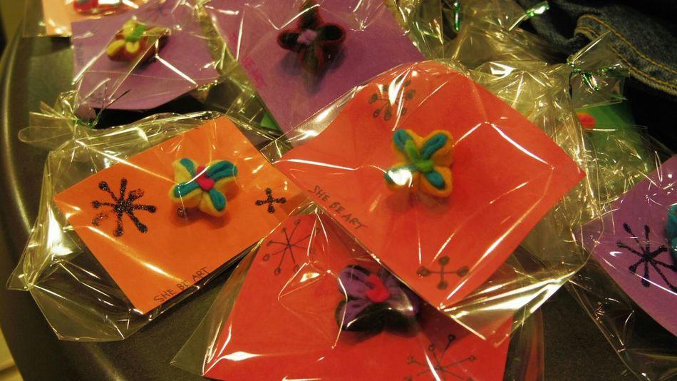 artwork flowers Brooch Pin ArtWork Japan Pentax BRYANT McNEIL 志穂さんの作品。約一センチの小物類。