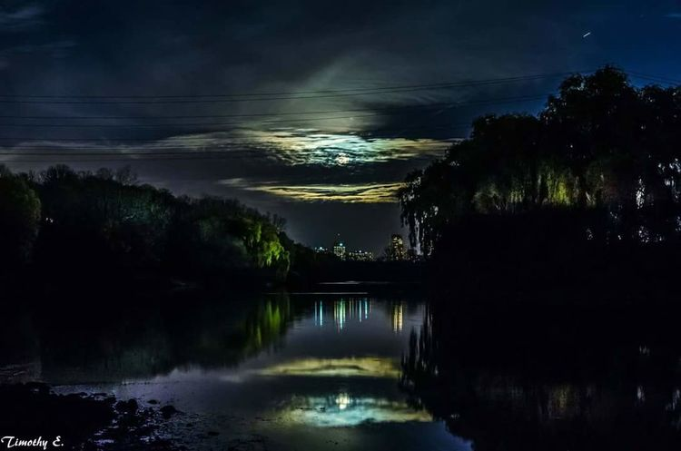 Dramatic supermoon over London Ontario Reflection Water Landscape Scenics Outdoors London Ontario Canada Canada Coast To Coast Nikon D7000 Ontario Canada NikonLife Water Reflections Cityscape Moonlight Illuminated Reflection