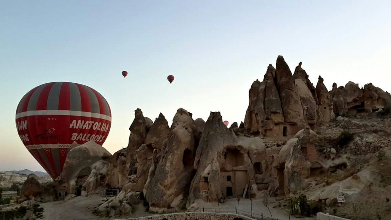Cappadocia/Turkey Hot Air Balloons Amazing View In The Air Great Atmosphere From My Lens Kapadokya Kapadokyaballoons Kapadokya #capadocia #ballons #peribacalari