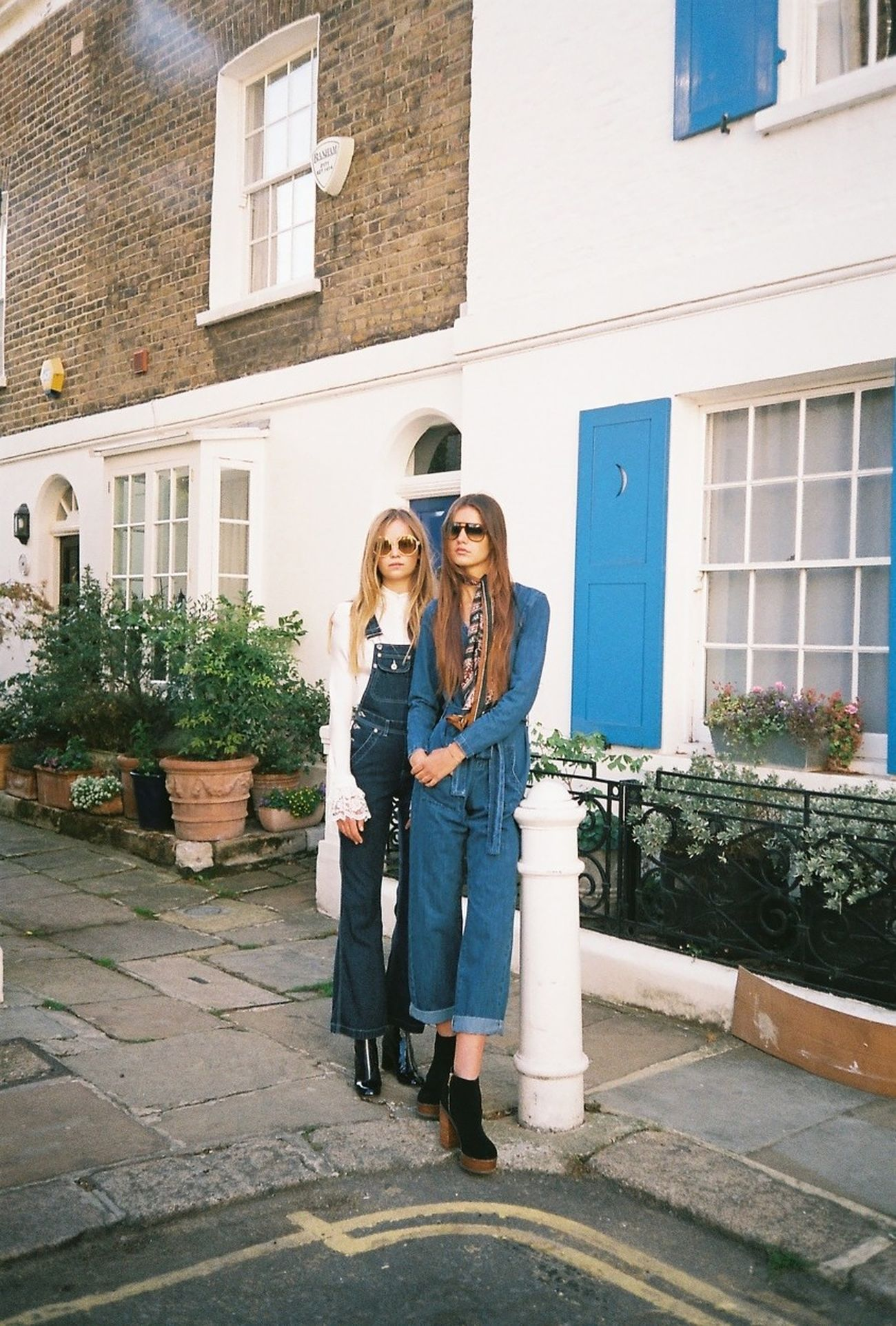 35mm 35mm Film Analogue Photography Architecture Building Building Exterior Denim Editorial  Fashion Fashion Editorial Fashion Photography Fashionphotography Film Photography Filmisnotdead Full Length Models Outdoors Sunglasses