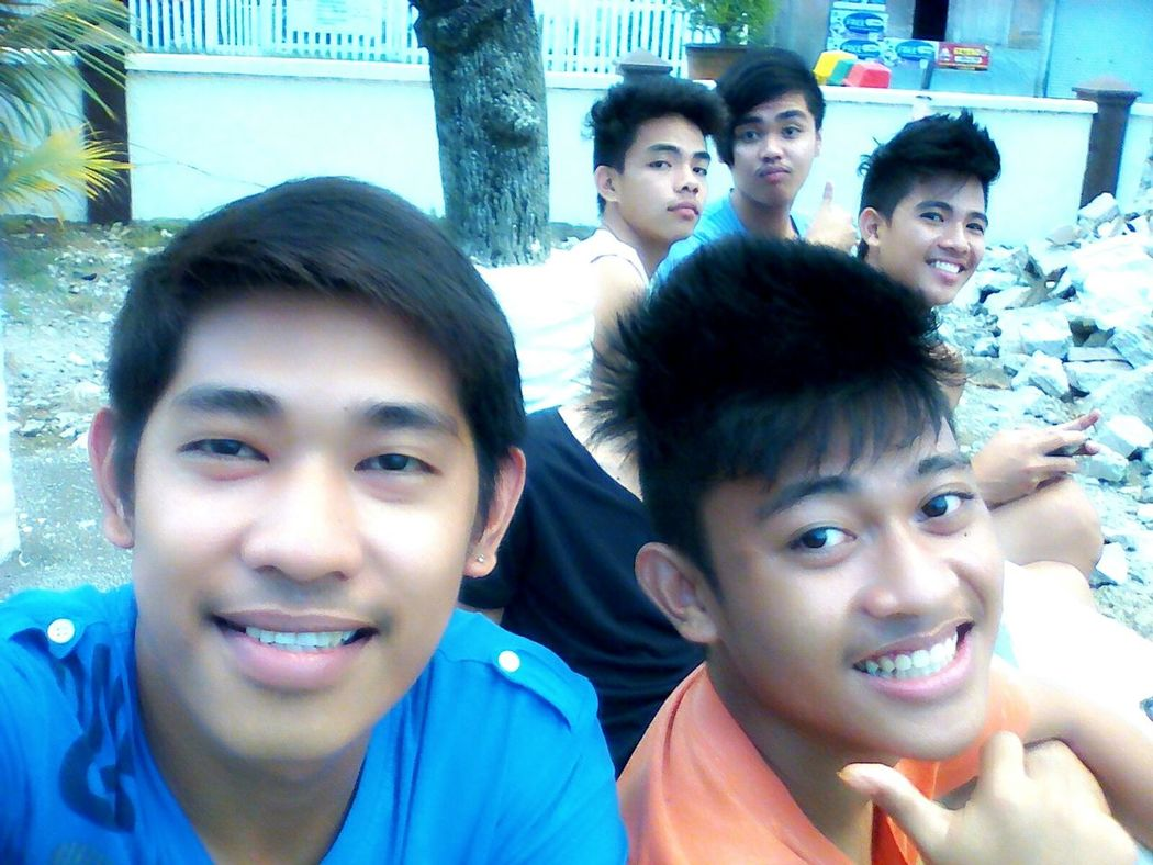 Dont mind my uploaded photos. Its me and my friends :)