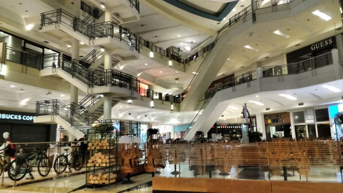 Shopping eyeem Taking Photos Hanging Out Enjoying Life Cinema 3D stores lights stairs
