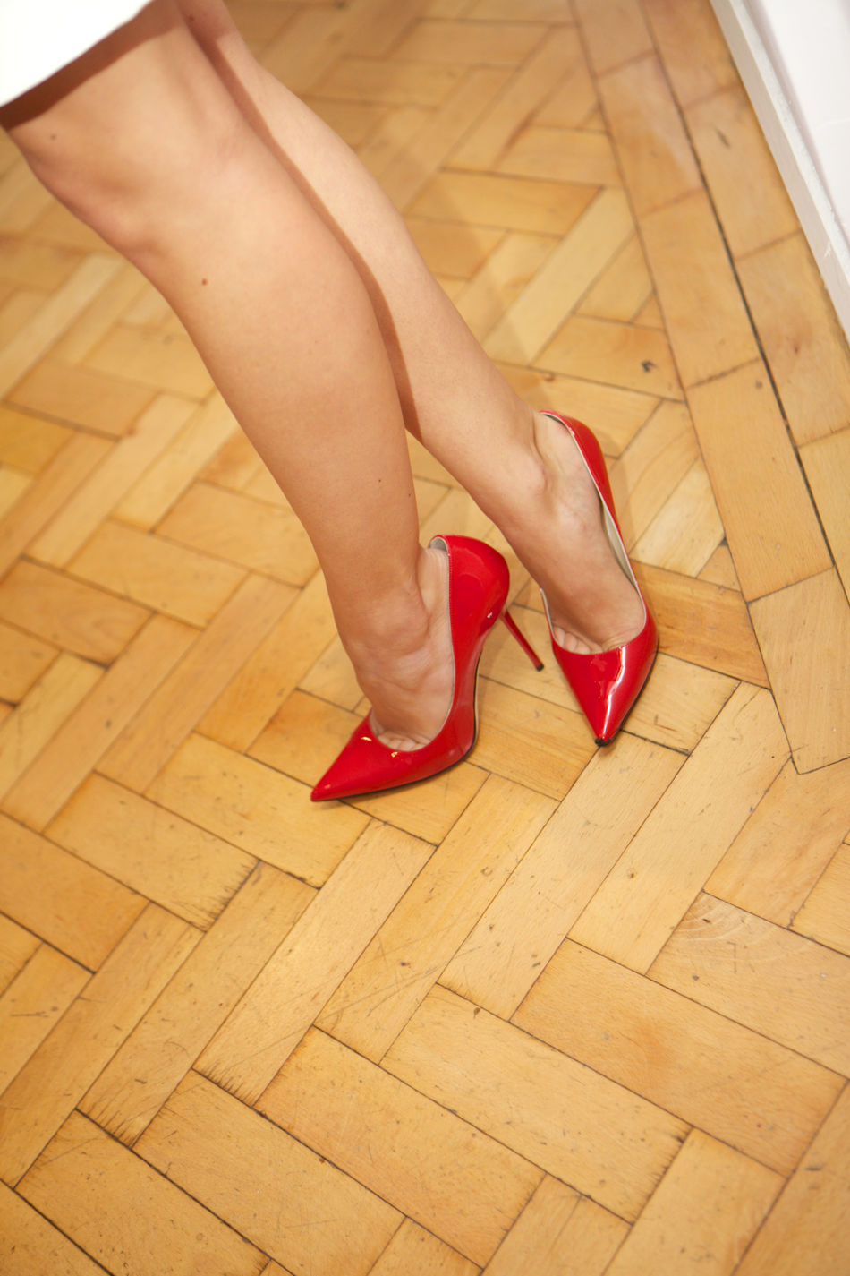 Red stilettos on tanned legs Red Stilettos Red Stilettos Shoes Legs Tanned Legs Tanned Skin Sexygirl
