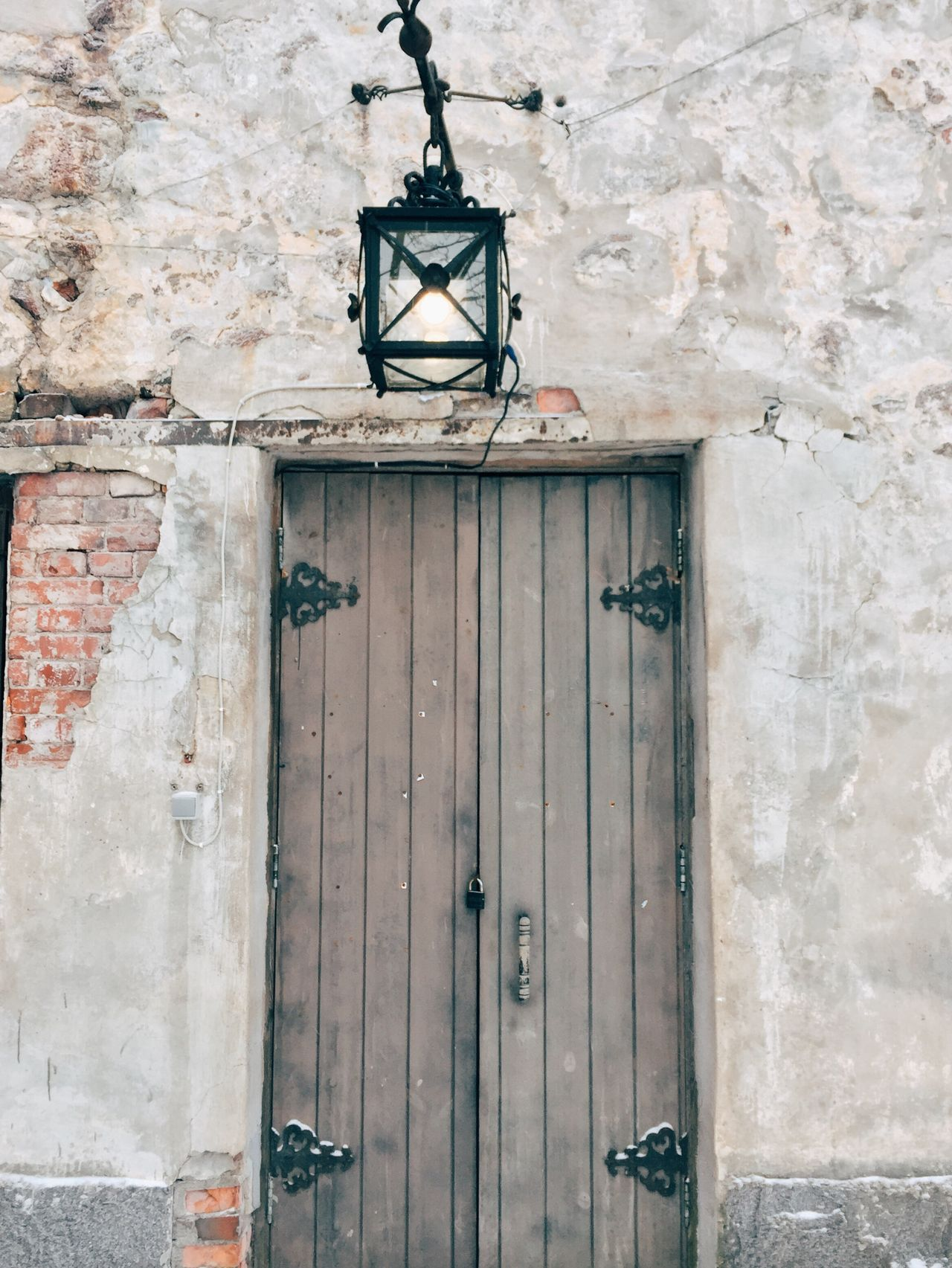 Built Structure Old Door Architecture Wood - Material Lighting Equipment Hanging Entrance No People Old-fashioned House Building Exterior Day Low Angle View Outdoors
