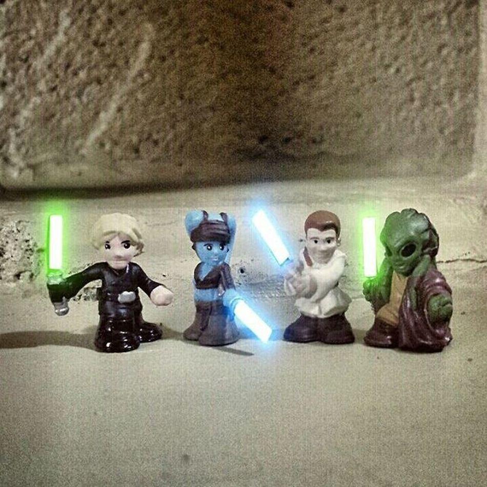 Jedi Lightsaber Twilek Obiwankenobi Obiwan Luke Lukeskywalker Ayalasecura Kitfisto Tatooine Starwars Starwarsfigures Starwarstoys Fighterpods Starwarsfighterpods Toyphotography