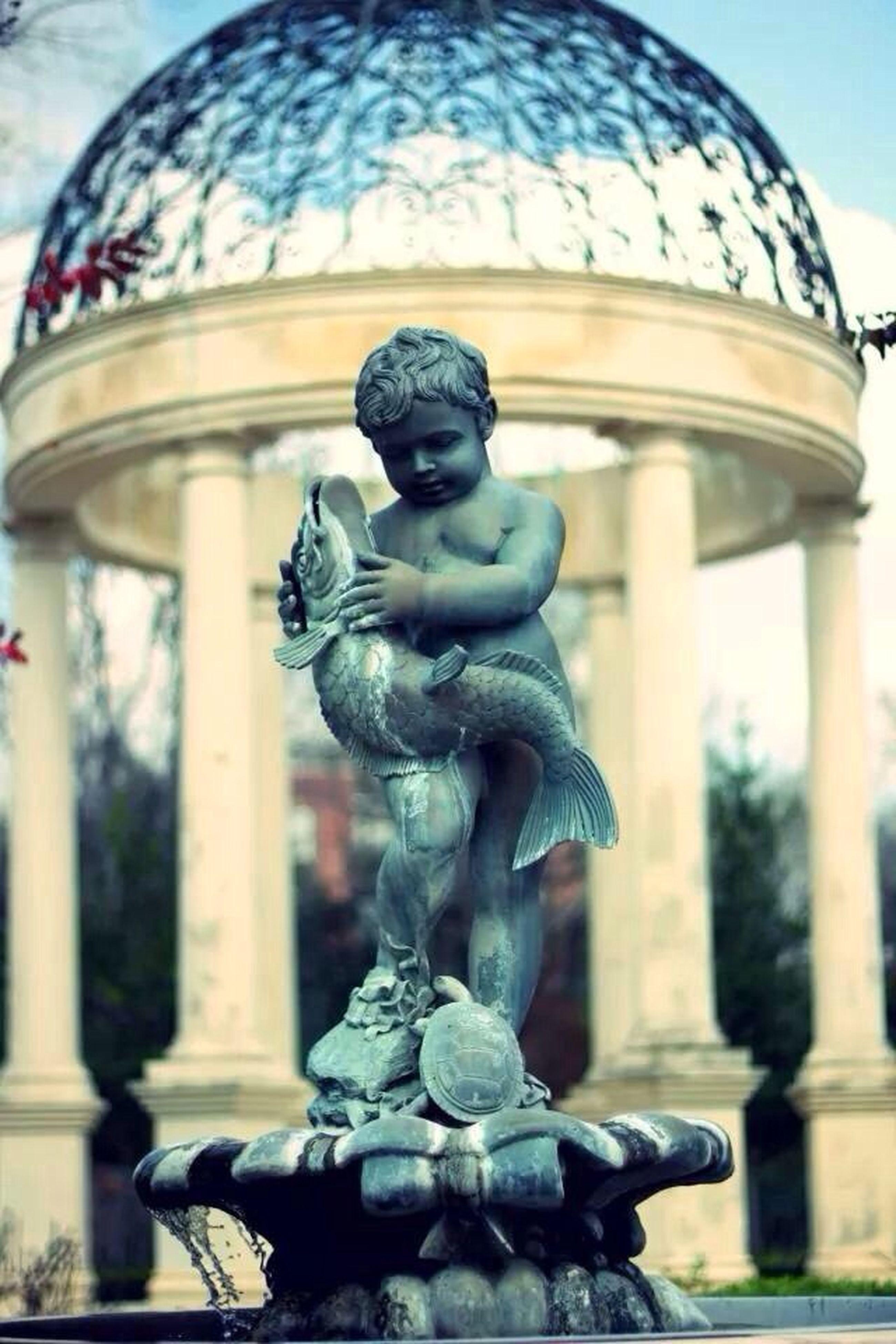 statue, sculpture, human representation, art and craft, art, creativity, fountain, famous place, travel destinations, architecture, travel, low angle view, international landmark, built structure, animal representation, tourism, monument, building exterior