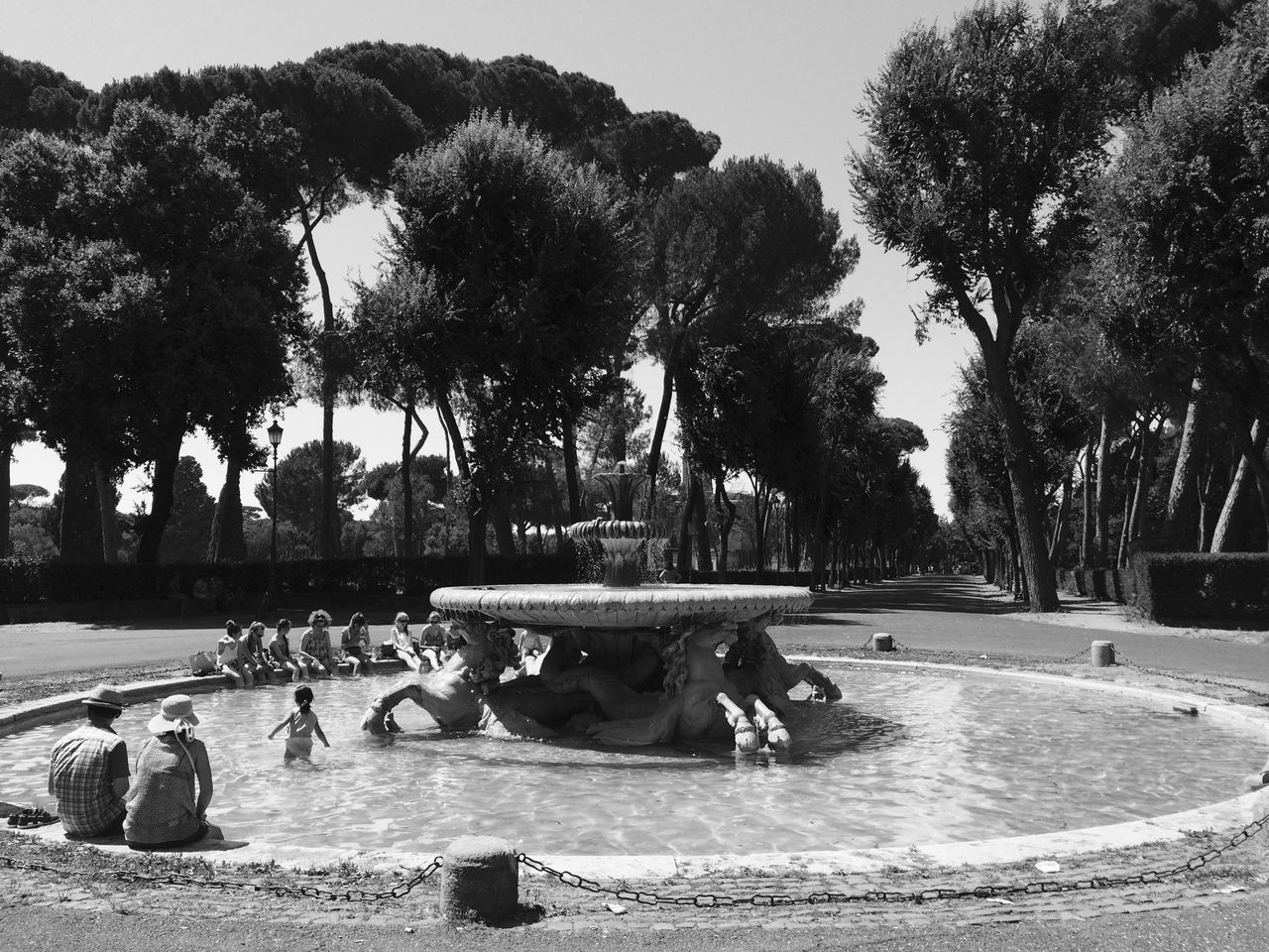 Blackandwhite Child Childhood Couple Day Fountain Fountains Italia Italy Italy🇮🇹 Large Group Of People Monochrome Nature Outdoors Palm Tree Park Romance Rome Rome Italy Rome Italy🇮🇹 Rome, Italy Summer Tree Vacation Water