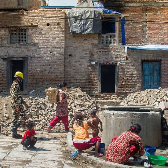 Rescue, rubbles and daily life. The answer is always in an entire story. Bungamati Bungamati Nepalearthquake2015 24_hours_in_bungamati Dktm