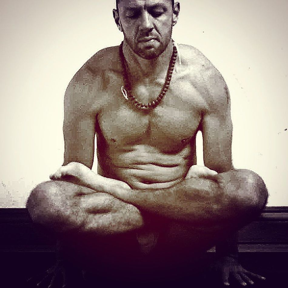 When there is breath in Asana there is balance. And when there is balance there is breath . Ishwara Yogayourway Yoga Yogateachertraining Yogainspiration Yoga Yogainspiration Bałance Breathing Pranayama