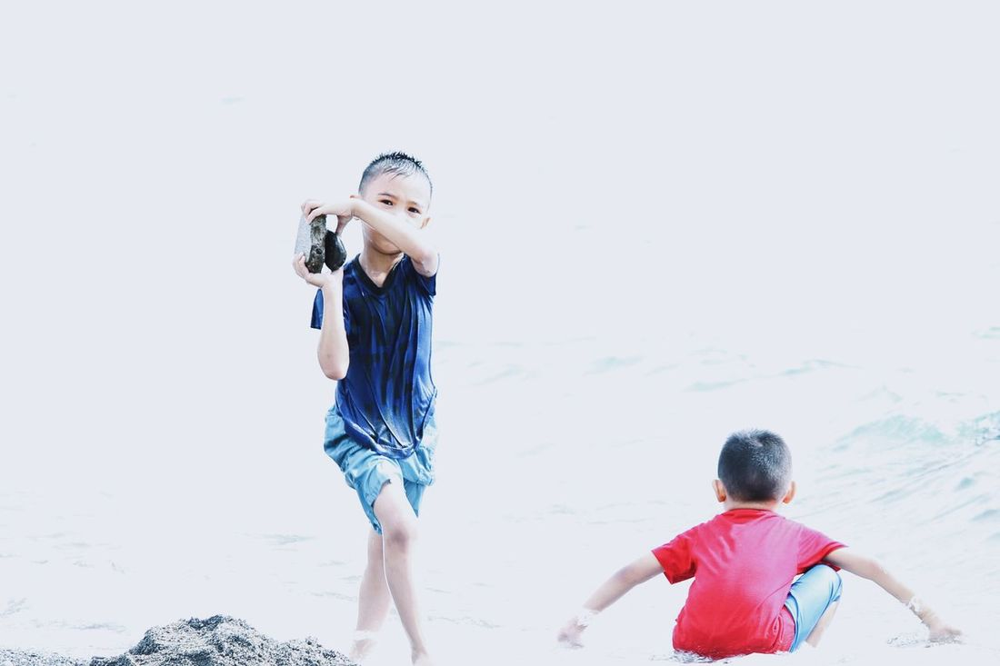 Escape, Play, Have fun, at the Sea Atm Atthebeach Child Childhood Childsplay Enjoyment Escapism Front View Fun Person Play Playing Real People Sea Weekend Activities