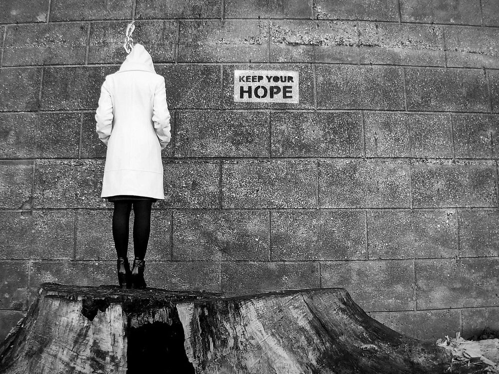 Keep your hope - the message Head Down Keep Hope  Keep Your Head Up Message Photo Message Photography Motivating Sad :( Sadness Talking Photo Talking Pictures The Message Wall Watch The Walls Long Goodbye