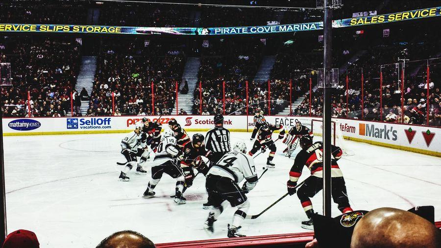 Sens vs. Kings National Hockey League NHL Ottawa Senators Los Ángeles Kings Hockey Game Arena Kanata Ontario Canada North America Faceoff