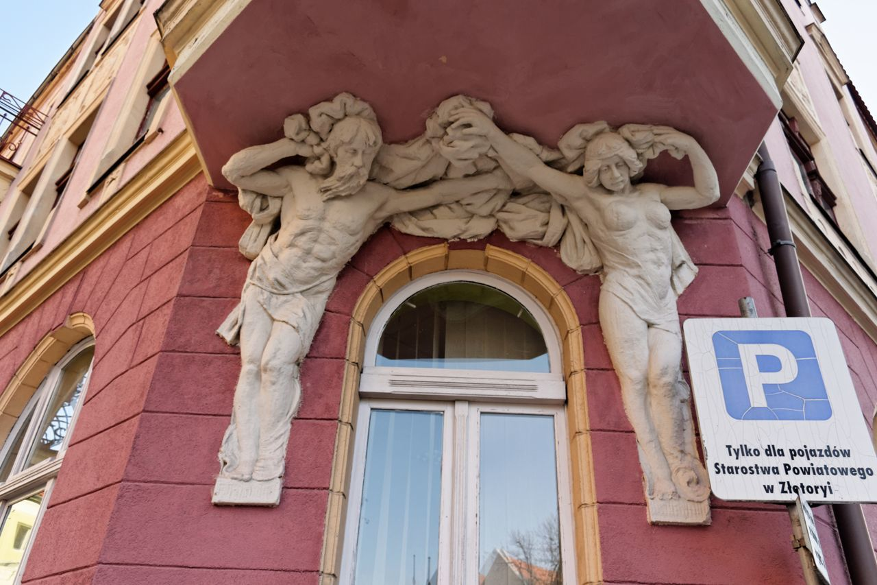 architecture, building exterior, built structure, low angle view, no people, outdoors, day, sculpture, statue, close-up