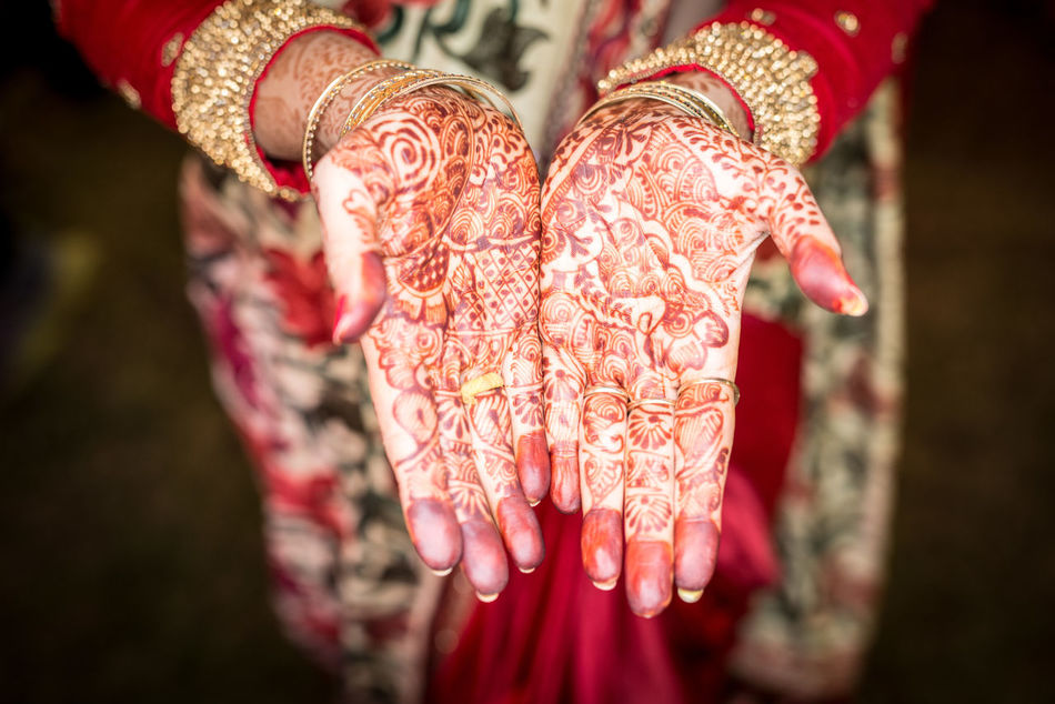 Adult Bride Celebration Close-up Cultures Human Body Part Human Hand India Indian Wedding Life Events Lifestyles Mehendi Mehndi Ring Tradition Traditional Clothing Wedding Wedding Ceremony Women Carnival Crowds And Details
