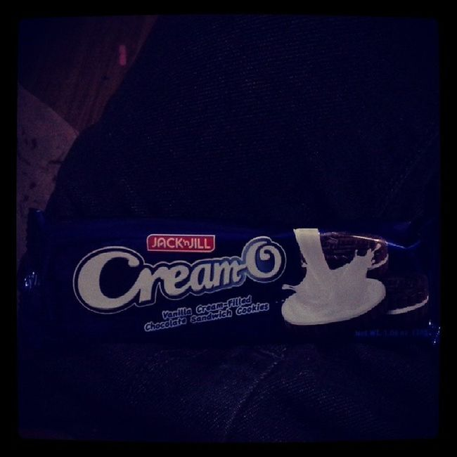 Eating cream-o while watching got to believe G2B