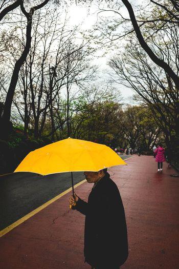Seoul Tower, Korea. 2017 Street Photography People Yellow Umbrella Streetphotographer Fujifilm X100T Photojournalism Streetphotography Visualarchitects Streetphoto_color Street Korea Fujifilm Streetleaks Peoplefeed The Street Photographer - 2017 EyeEm Awards