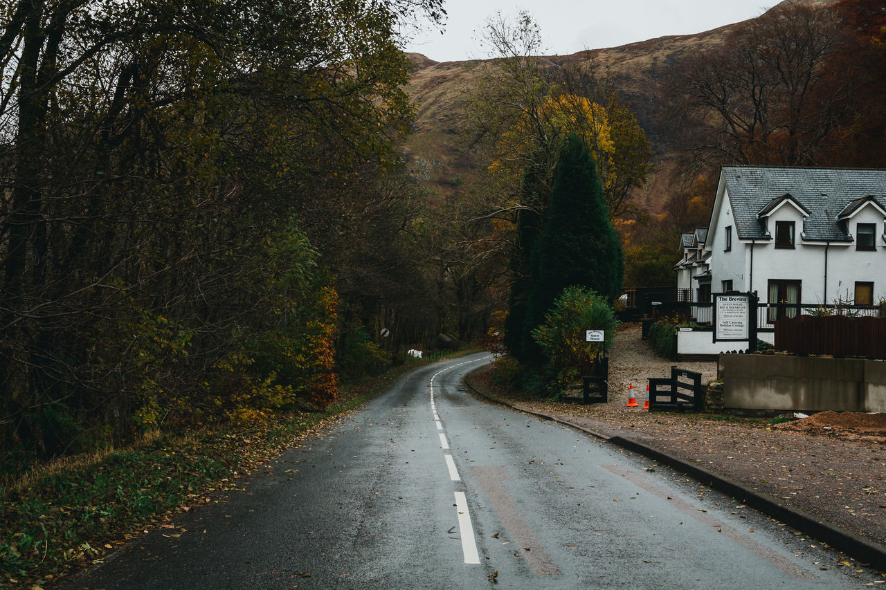 See more on: Instagram.com/LostBoyMemoirs Blog: Lostboymemoirs.com A wet asphalt road disappears past the last country houses before winding into Ben Nevis National Park in the Highlands of Scotland on a moody autumn day. Asphalt Autumn Ben Nevis Canon Destination Foggy Fort Worth Hanging Out Highlands Moody Mountain Nature Nature Outdoors Perspective Rainy Days Road Scotland Scotland 💕 Scottish Highlands Sky The Way Forward Tourism Tranquility Tree