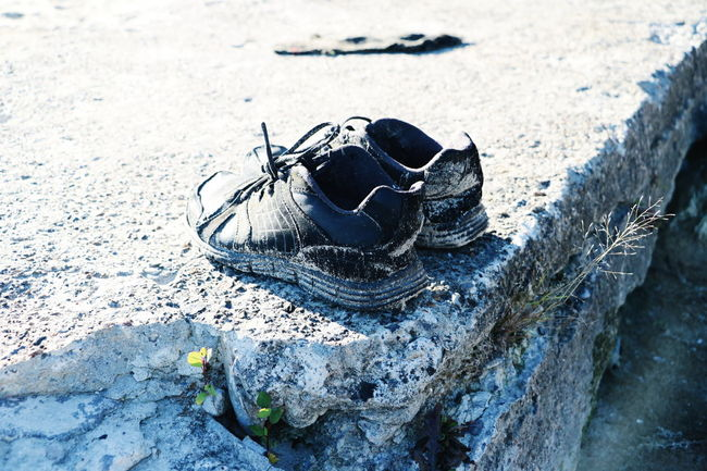 Rock Rock Formation Rocks Flower Flowers Shoes Shoes Off Lonely Lonely Wanderer Lonely Objects Close-up Outdoors Sunlight Leisure Activity Lifestyles Pair Of Shoes Pair Of Flowers Pairs Plant Photo Photography Perspective Isolated Isolation Focus On Foreground
