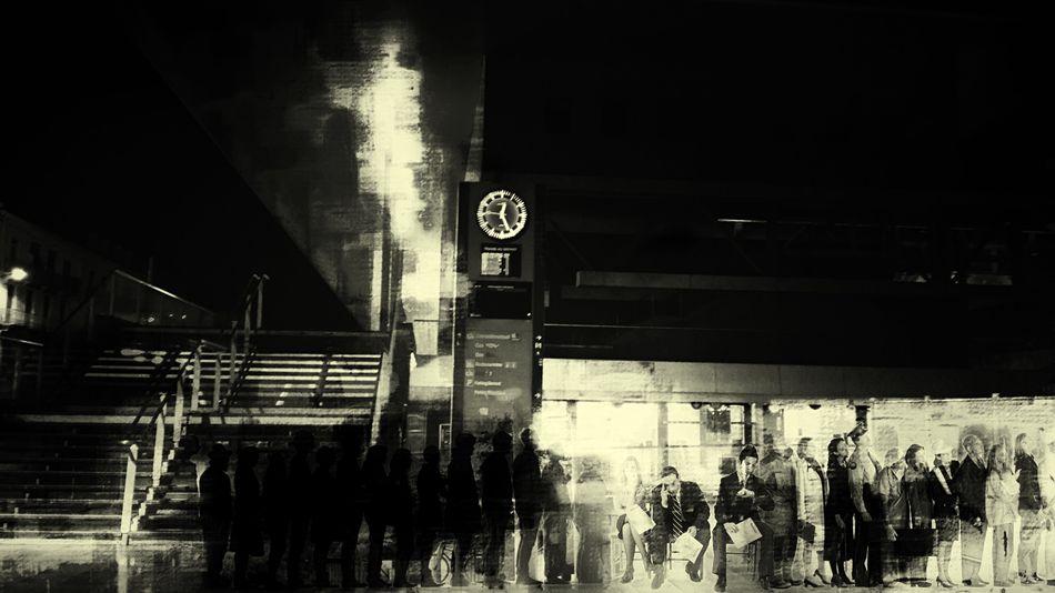 Ici Paris Dans L'ombre En Silence Monochromatic Nightphotography Toit Tout ça Ne S'invente Pas ça Vous Fait Quoi D'être Au Milieu? EyeEm Gallery à Vous L'antenne Si Tu Penche
