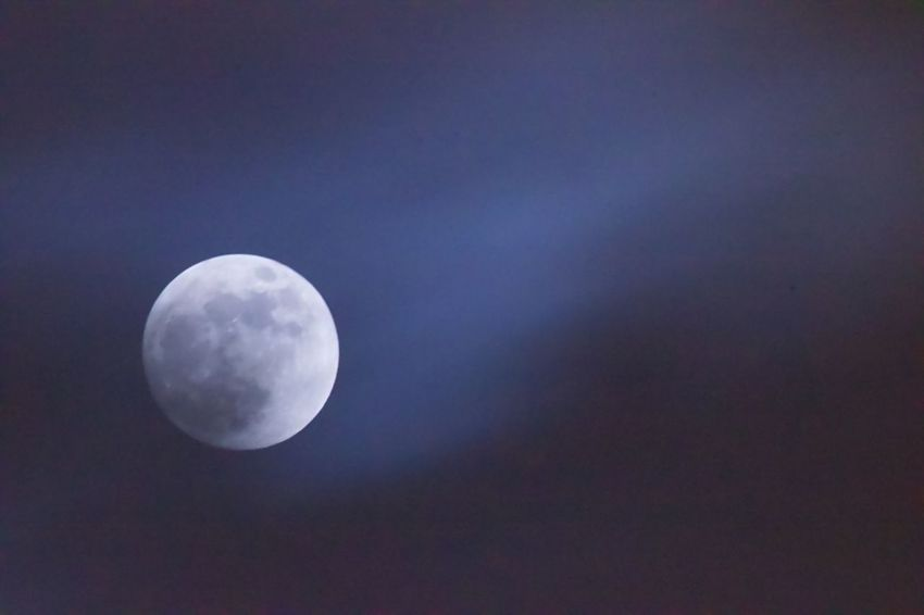 Vollmond Moon Night Nature Beauty In Nature Planetary Moon Moon Surface Tranquil Scene No People Astronomy Scenics Tranquility Sky Outdoors Low Angle View Close-up Space Exploration Space Half Moon