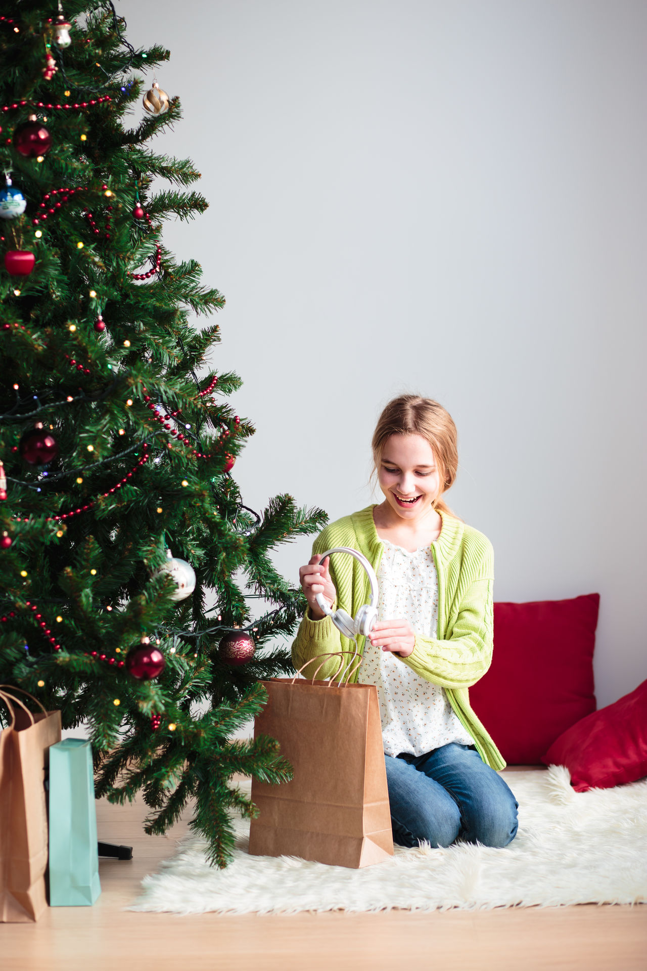 Beautiful stock photos of weihnachtsbaum,  12-13 Years,  At Home,  Blanket,  Blond Hair