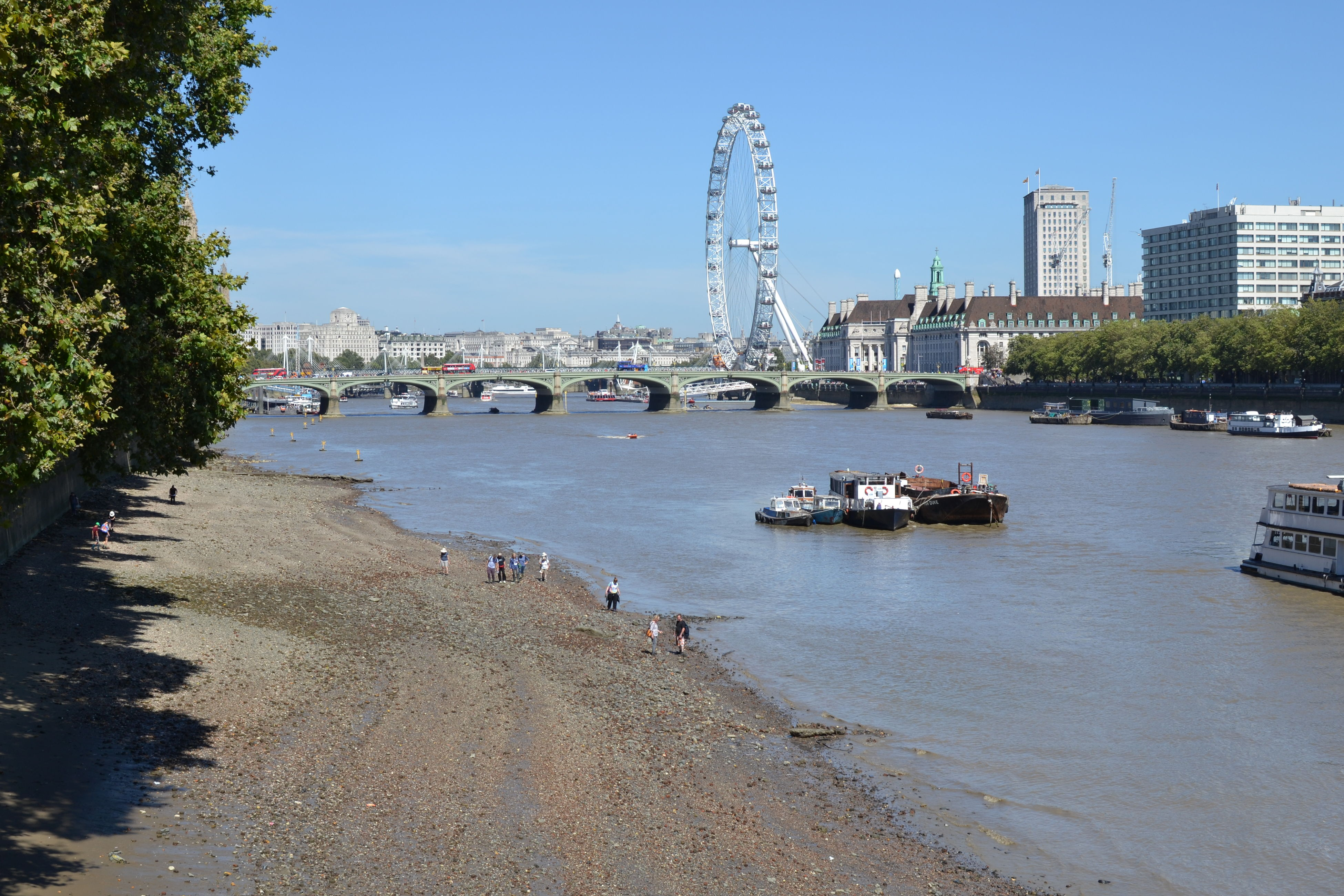 River Thames Low Tide On Thames People In Water Space Sand And Pebbles Summer Days