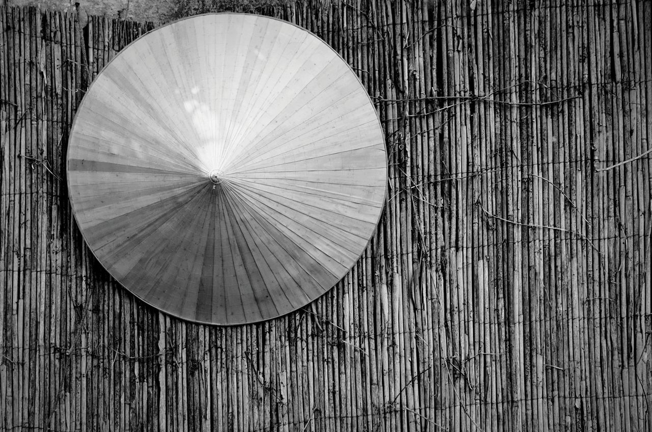 Wood - Material Close-up Art Is Everywhere Vietnam Vietnamese Hat Traditional Cap Vietnamphotography Gardenphotography Todayphotography From My Point Of View Capture The Moment Nature On Your Doorstep Eyeemphotography Naturephotography No People Blackandwhitephotography Blackandwhite Wood Asian Culture Bamboo Asian  Quiet Moments Circle