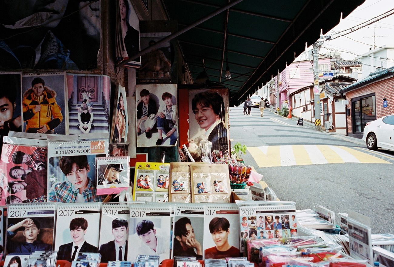 Books Magazines Street Stall Faces Portrait Artist