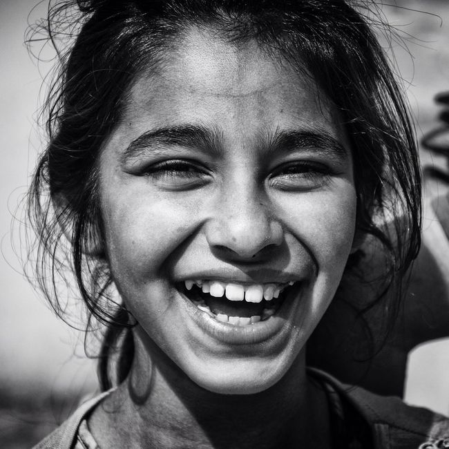 Enjoying Life Bisgen EyeEm Masterclass EyeEm Best Edits EyeEm Best Shots Black And White Blackandwhite Portrait Smile Girl