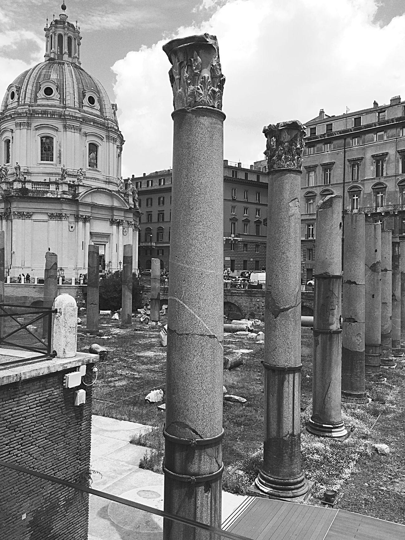 Roma ❤️ Architecture Sky City Architectural Column History Statue Roma Antique Life World
