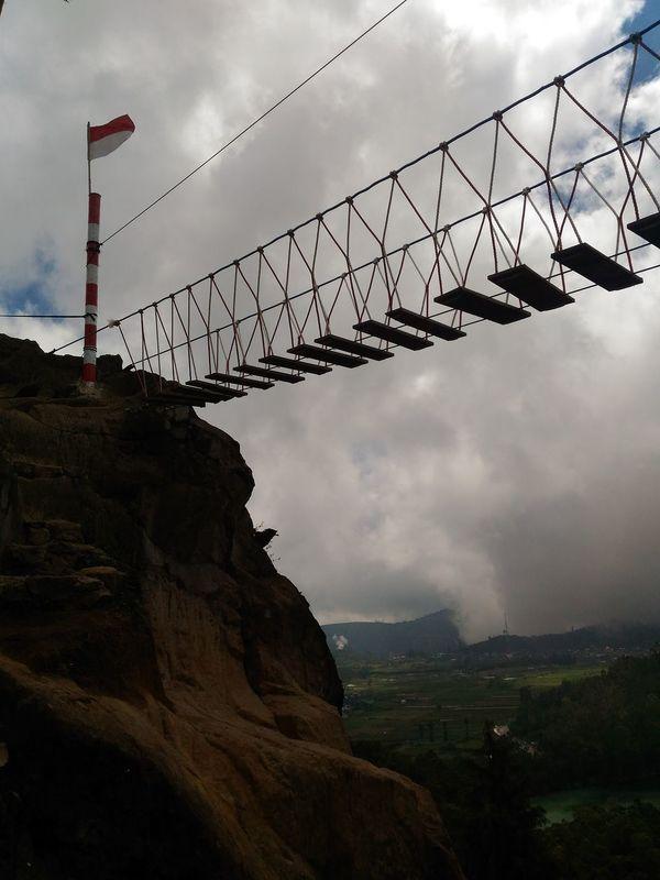 Merah putih Bridge Bridges Dieng Enjoying Life Indonesiatourism Wonosobo Enjoying The View Enjoying The Moment EyeEm Gallery EyeEm