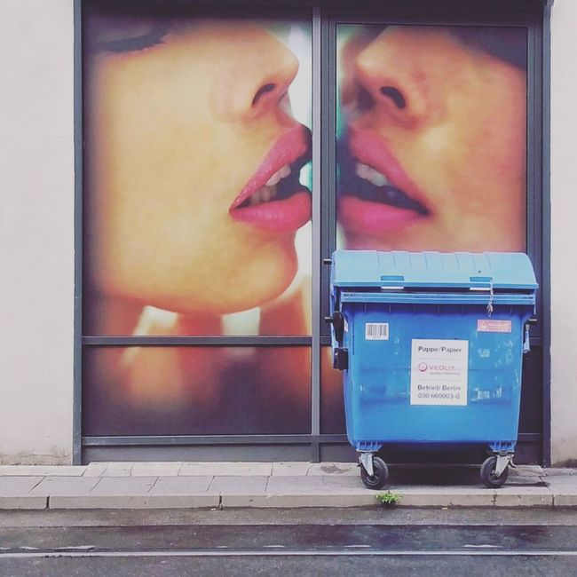 Kiss Kiss Bang Bang!!  Red Lips Blue Container Theworldneedsmorecolors Berliner Ansichten Urban Romantic Cinema In Your Life Streetsofberlin Eye4photography  Urban Lifestyle Urban Poetry