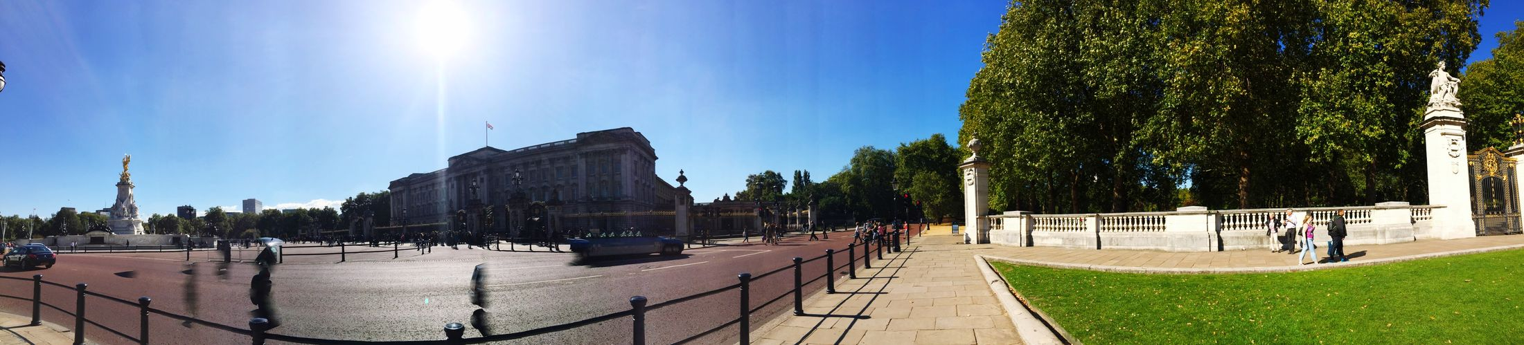 Buckingham Palace and Green Park in London England🇬🇧