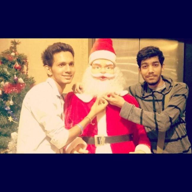 havin fun wid santa Chirstmas Chirstmasfun Santaclausiscomingtotown Merrychirstmas followmefollowyou