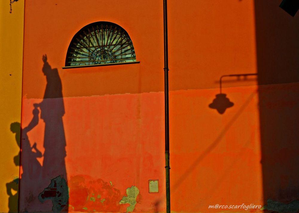 No People Outdoors Architecture Day Shadows & Lights Colors Sculpture Golden Hour Ombre & Lumière Ombre Luci E Ombre Luci E Colori